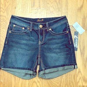 NWT Seven7 women blue Jean shorts size 4